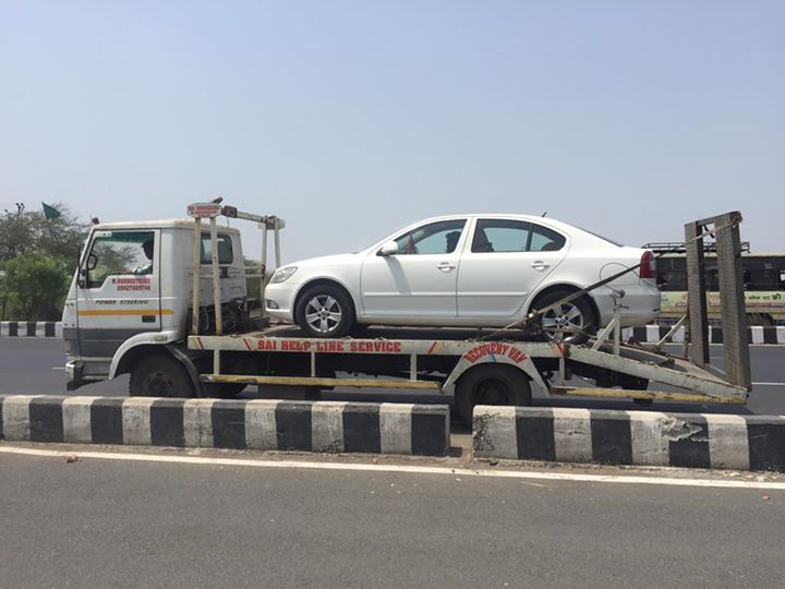 Stranded in Surat. Towing back to Ahmedabad. #RetiredHurt #ClutchFail