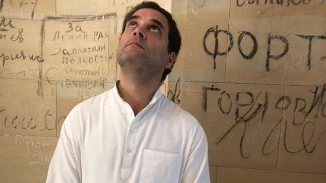 રાહુલ ગાંધી: પિત્રોડા સાહેબ, આ મોદીજી શેની વાત કરે છે?  પિત્રોડા: રહેવા દો બાબા, આપણાં syllabus બહારની વાત છે, તમતમારે કરજ-માફીવાળું ચાલુ રાખો.  #સુધરીજજે #missionshakti