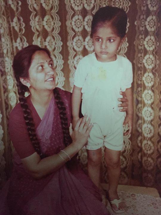 :: The Mother of #સુધરીજજે :: Millenials: પેહલાના જમાનામાં મોબાઈલ નહતા ત્યારે શું કરતા તા'? Mom: એટલેજ બે ચોટલા બાંધી શકતા હતા! This ones for you Maa! Happy Birthday! હું તો સૂધરી ગયો માં!