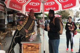 Turkish ice cream revenge! // હવે મારો વારો // આ'ય બેટા // When the Turkish Ice Cream guy meets a Gujarati! #Gujjubhai #Karma #TurkishIceCream PS: He did enough to lure me for an ice cream.